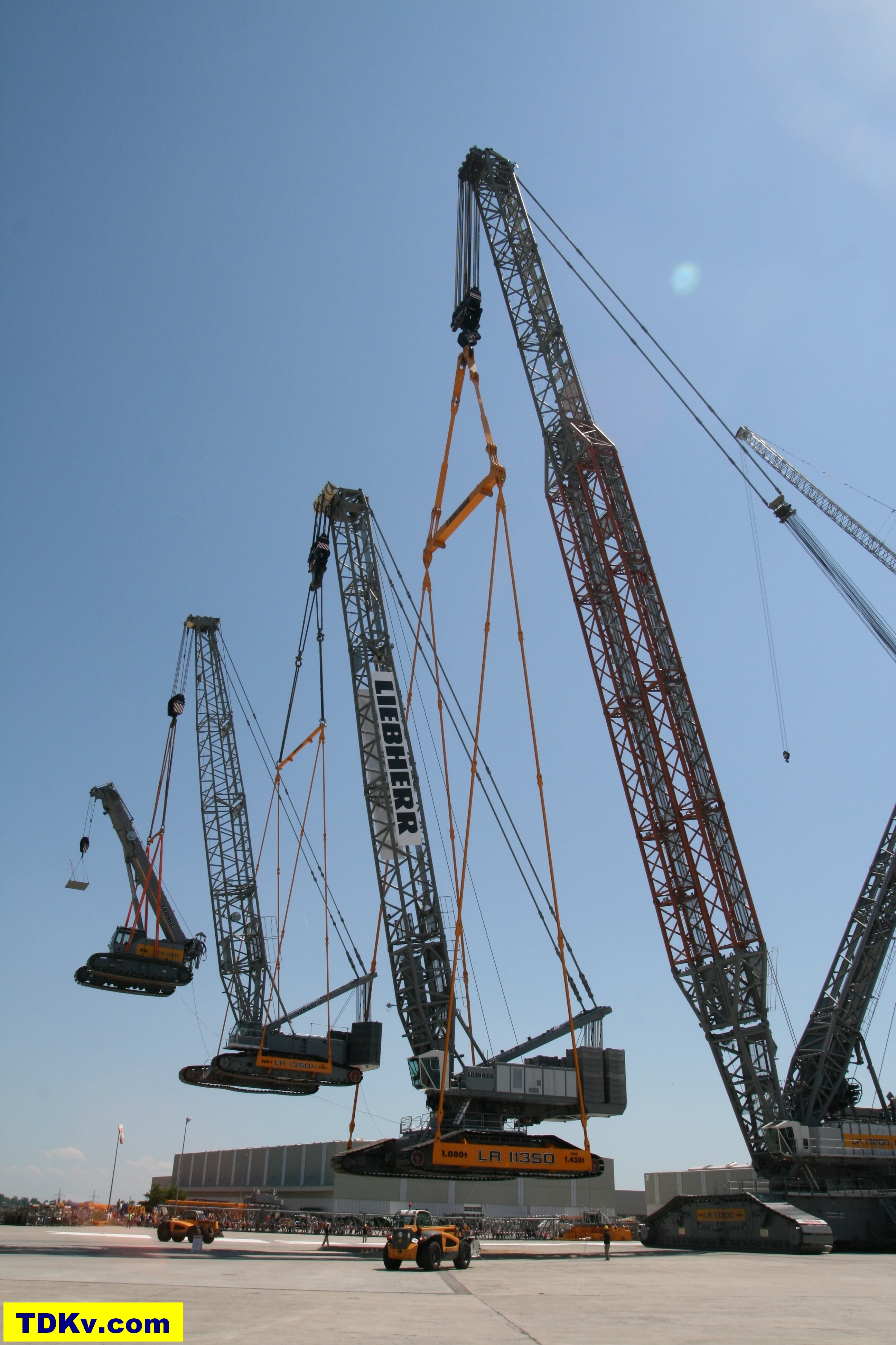 Liebherr lr 13000 crawler crane for The crain