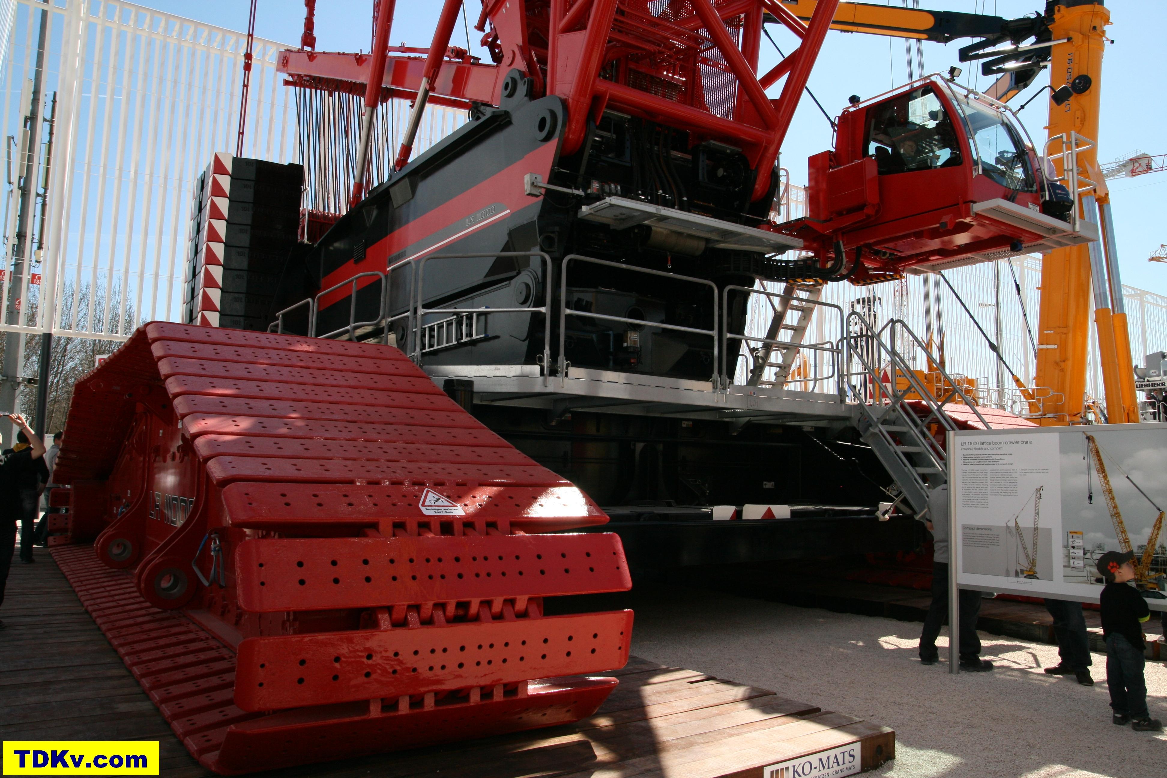 Liebherr LR 11000 crawler crane