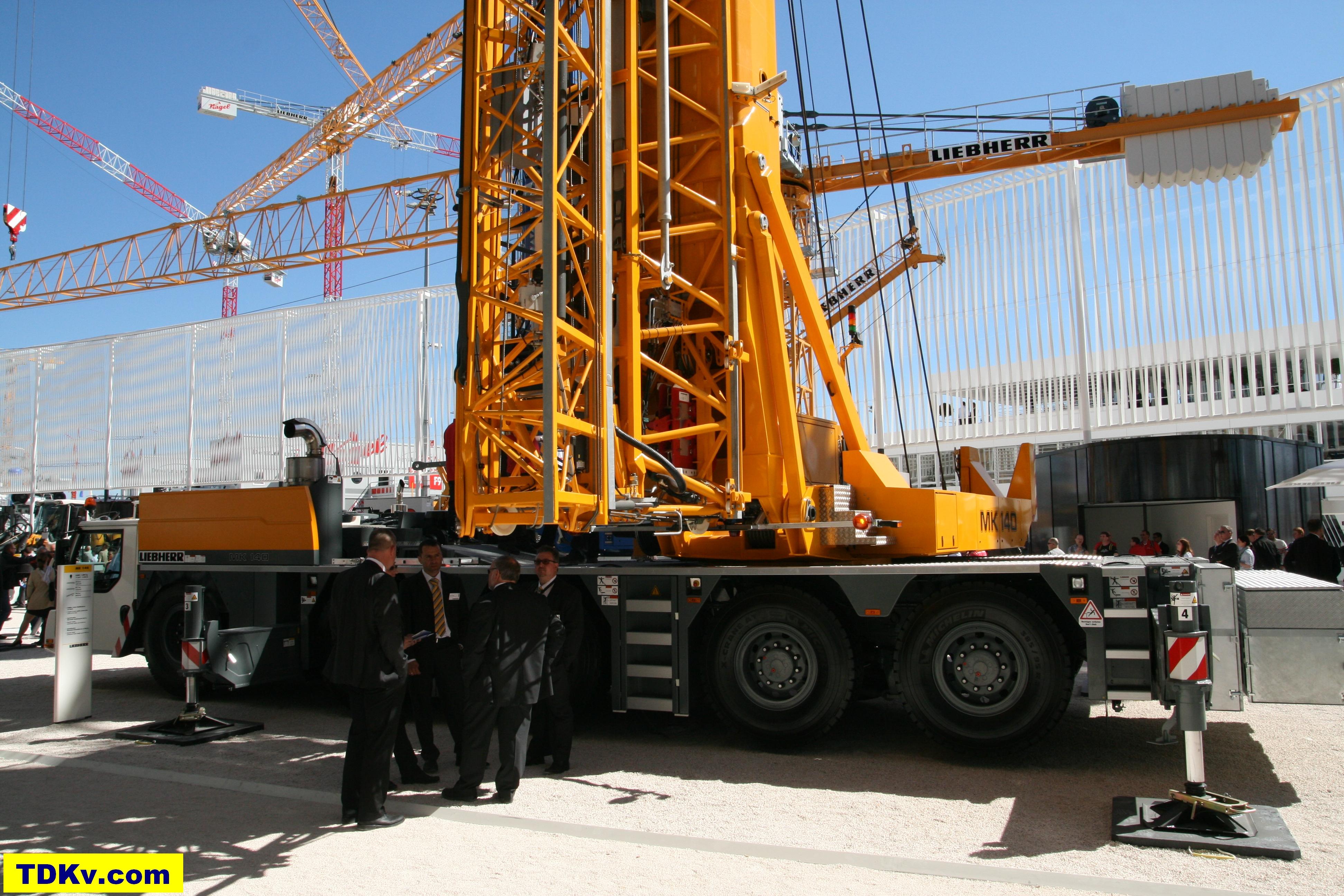 Liebherr MK 140 mobile tower crane